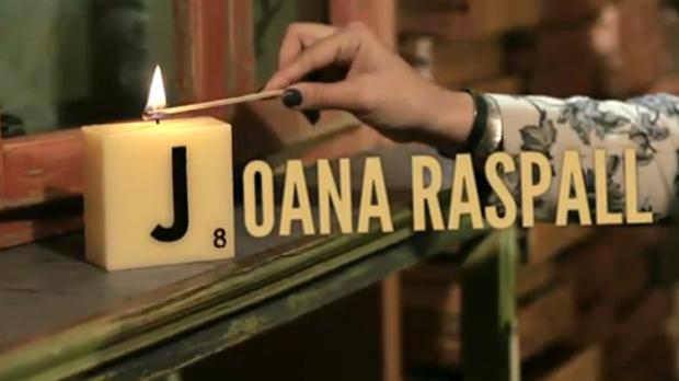 Anna Borràs encén espelmes