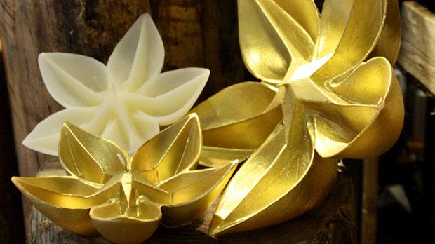 Poinsettia-Golden-Candles
