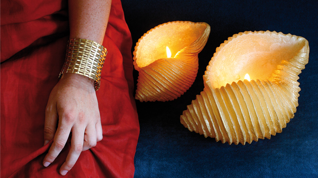 Winter-Baroque-Golden-Shell-Candle