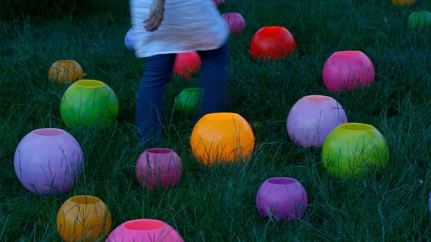 Espelmes esfera amb colors d'estiu